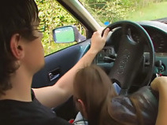 Amateur teen screwing in car
